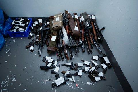 Politiet i Nordre Buskerud har gjort et stort våpenbeslag.