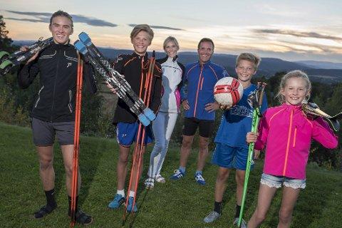 Aktiv familie: Emil (17), Jonas (15), Jørgen (12) og Emma (8) er sammen med mamma og pappa, Hanne Øien og Krister Sørgård, en særdeles aktiv familie.