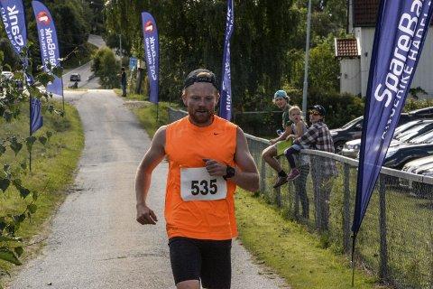Stian Håkonsen var raskeste løper i herreklassen med tiden 1.03,59.