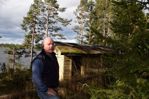 Jørn Øverby mener at dette ikke er ei hytte. (Utstranda 229 på Sørbråten).