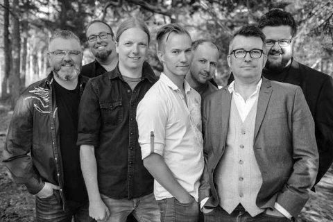 Hans Petter Herføl, Ole Kristian Odden, Åsmund Felberg Johnsen, Morten Kleven, Kjetil Moslåtten, Olav Risan og Jørgen Tangen Bendikssen i Drolsum Stasjon.