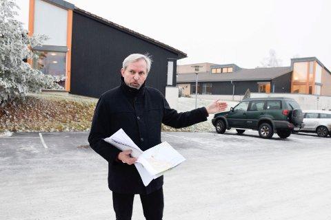 Nylig skrev vi om hvordan ordfører Per R. Berger er bekymret for at trafikken fra nye E16 kommer tett på Hole bo- og rehabiliteringssenter. I kveld kommer Banenor til kommunestyret for å orientere om fellesprosjektet.