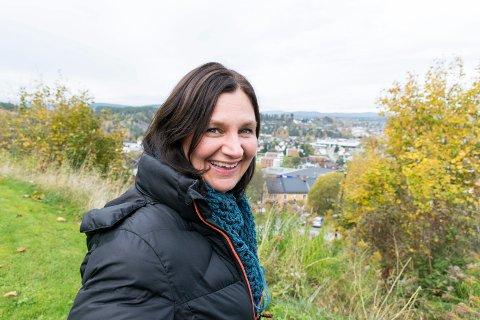 SKAPER ARBEIDSPLASSER: Sonja Bordewich kommer fra Henningsvær i Lofoten og er oppvokst i en gründerfamilie. Som prosjektleder i Innovasjonsløft hjelper hun bedrifter i Ringeriksregionen med å tenke innovativt.