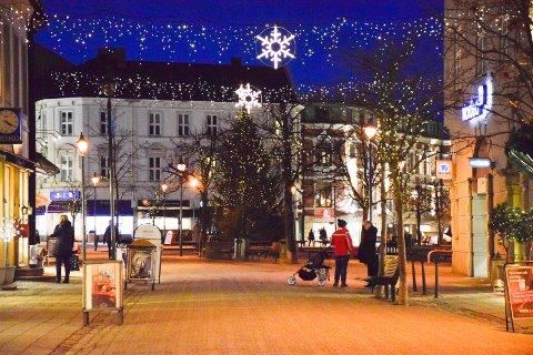 - Julegateåpning i Hønefoss, ja, det er julestemning, sier Børre Kongsmo på SkoDeg. Arkivfoto: Ayna Lile