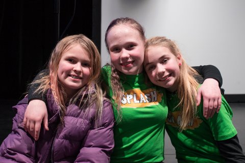 Ullerålelever: Julie Haugen, Christina Ottersen og Inger-Anne Jetlund er sjetteklassinger og med på Splash.