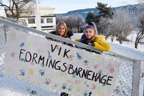 IKKE BARE SKOLE: Ungdomsrådet i Hole er ikke bare opptatt av skole. Leder Marie Skov Clausen (til høyre) og nestleder Karina Lager Bjerke er bekymret for konsekvensene av sammenslåing av barnehager.