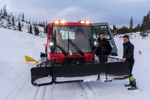 Anders Strande kjører løyper, og Ole Ringerud ser fram til å ta imot mange skigjester på Vikerfjell.