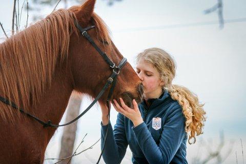 Sara Berntsen driver bloggen Safira på hest.no. Det har blitt lagt merke til.