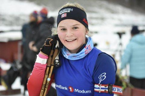 Tuva Aas Stræte (16) fra Høenfoss Skiskytterklubb, skjøt seg fra en topplassering i Hovedlandsrennet.