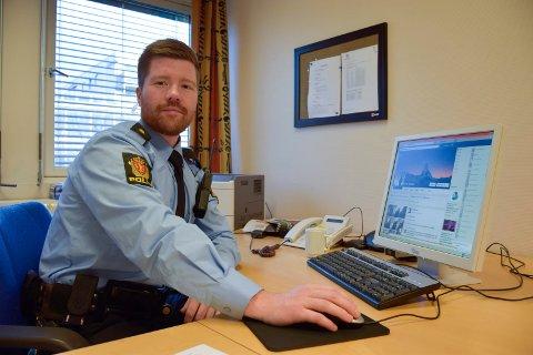 MÅ FÅ FEIRE: Politibetjent Arne Stavnes vil ikke ta fra russen feiringen, men resten av befolkningen må få slappe av om natten.