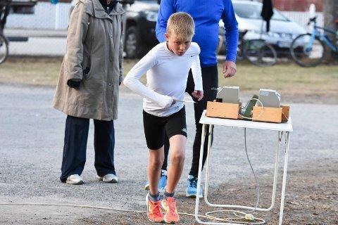 VANT: Teodor Hansen (11) knuste alle i 11-årsklassen i KM i terrengløp. Her fra nulløpenes sesongåpning.