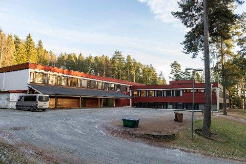 SØKER OM TRE MILLIONER: På Hov skal det bygges ny ungdomsskole. Ringerike kommune søker om tre millioner kroner i støtte til klimatiltak i den nye skolen.