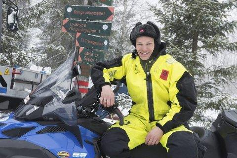 Børre Næss i Skiforeningen kjørte opp skiløyper på Ringkollen tirsdag morgen.