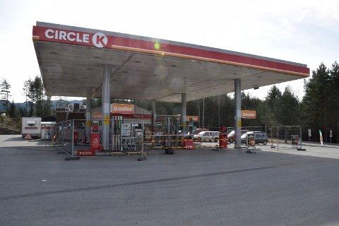 Circle K på Bergermoen skifter tanker og har stengt salg av drivstoff.