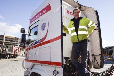 Dag Andersen og sjåførene i Bolkan Trans Hønefoss sliter med vanskelige veier både opp Olumslinna og ved Sollihøgda.