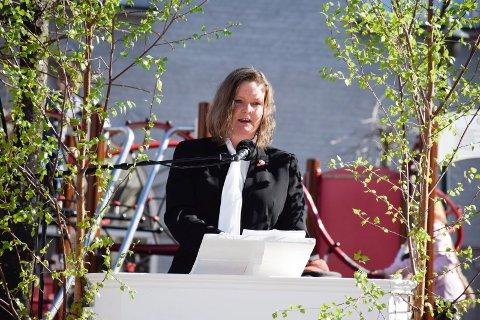 Anne Sandum spør samferdselsminister Ketil Solvik-Olsen om han vil bekrefte oppstart for Ringeriksbanen og E16 i 2021.