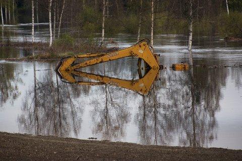 Vanngraver: Ikke enkel t å grave med denne graveren nå.