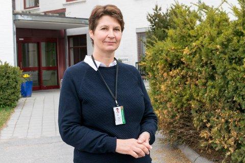 BEKLAGER: Heidi Lafton, enhetsleder ved Hønefoss omsorgssenter, sier de beklager at mannen kom seg ubemerket ut.