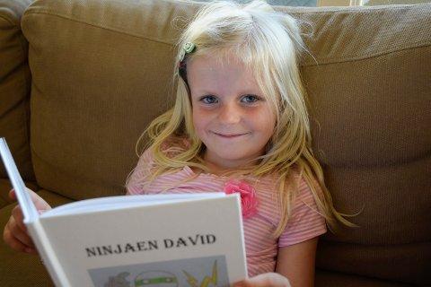 Anmelder: Synne Persson Sandnes (6) sier sin mening om Ninjaen David, skrevet av David Steinsveen (7).