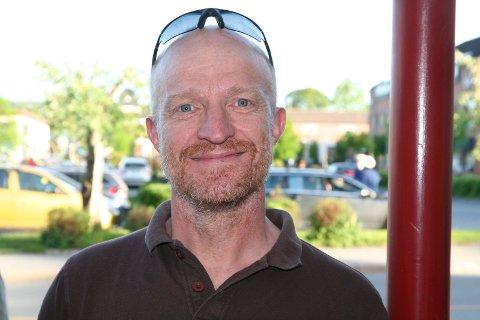 TID FOR LØP: Stig Andy Kvalheim Rambø invitererer til løpet Right To Play på Eggemoen søndag. Inntektene går til utdanningshjelp for jenter i Midtøsten.