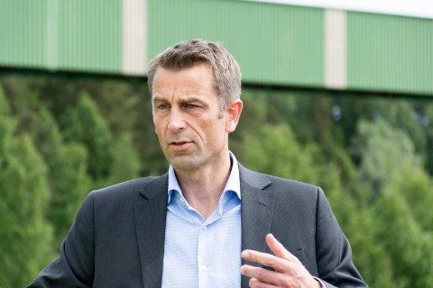 Rolf Jarle Aaberg, daglig leder i Treklyngen og Follum eiendom, synes det er bra med statlige støtteordninger, men står fast på at eiendomsskatten på maskiner må bort.