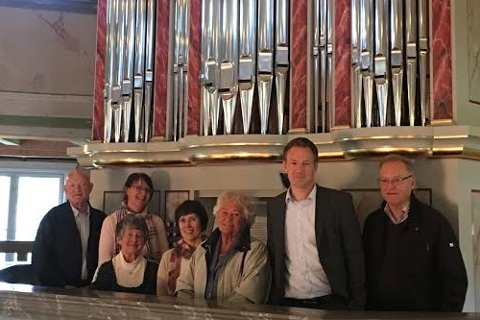 Sparebankstiftelsen på Hadeland fikk både se og høre orgelet.