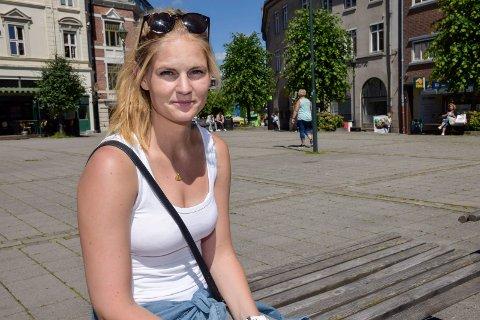 For mange muligheter: Når hun etter videregående kunne velge så å si hva hun ville, ble det vanskelig for Lisbet Løvstad å bestemme seg for studier og yrke.