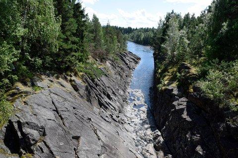LITE VANN: Det er lite vann i Hensfossen om dagen.