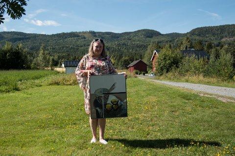 Mari Johnsen Viksengen stiller småbruket til disposisjon, og arrangerer gårdsauksjon på Sokna.