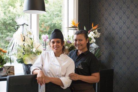PUSSET OPP: Kafe- og restaurantlokalene er pusset opp i mørke farger. Nantaya Heino (til høyre) og kokk Amy H. Rønning er strålende fornøyde.