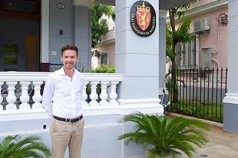 PÅ CUBA: Den norske ambassaden i Havanna er arbeidsstedet til Jakob Retvedt Bakkerud fra Røyse det neste halve året.