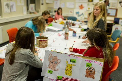 På Kulturskolens Åpen dag kan du prøve deg på ulike instrumenter, tegne eller male.