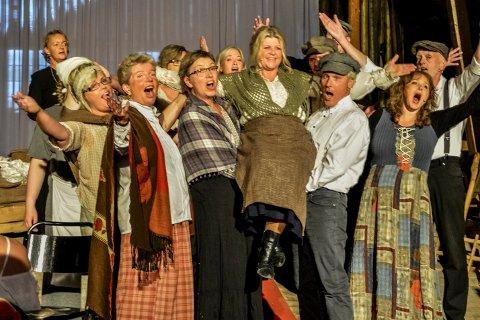 Lørdag kan du høre Ringerike Operakor på Fengselet. Bildet er fra Gårdsopera og Musikaler, i låven på Gjesvold gård. Arkivfoto: Mette Eriksen.