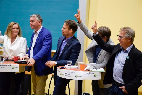 TEMPERATUR: Det ble til tider temperatur under valgdebatten på høyskolen. Fra venstre Anne Sandum (Ap), Trond Helleland (H), Jon Helgheim (Frp), Jostein Rensel (KrF, halvt skjult) og Helge Stiksrud (V).