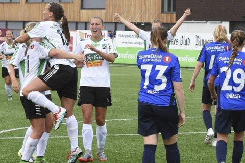 Jubel, jubel, jubel: Ja, slik var det på AKA søndag ettermiddag, da HBKs damelag knuste Stabæk med 8-2!
