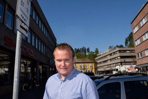 UROLIG: Hans-Petter Aasen (Sp) er bekymret for konsekvensene av innsparingskrav på helse og omsorg, skoler og barnehager.