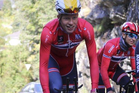 SENSASJON: Andreas Leknessund fra Ringerike Sykkelklubb ga Edvald Boasson Hagen kamp om seieren, da han syklet inn til sølv på tempodistansen i Andebu sent i kveld.