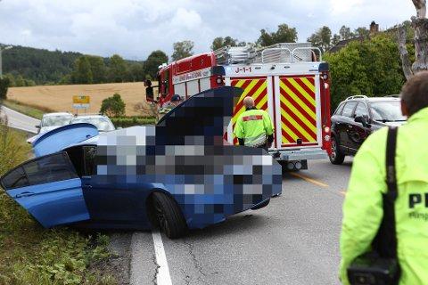 Lørdag ettermiddag var det sammenstøt mellom to personbiler på Jevnaker.