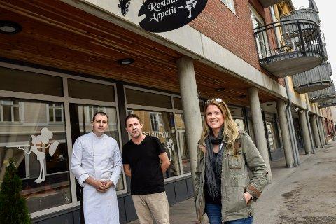 Bente Haukedalen solgte i høst Restaurant Appétit. Loghman Maroufinejad er ny daglig leder, mens Oghjen Zivotic (i kokkeuniform) fortsetter som kokk.