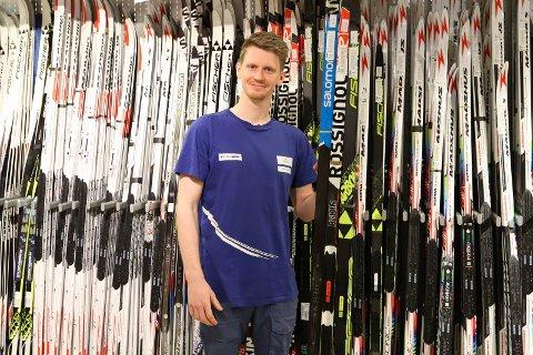 SLUTT: – Dessverre er det slutt for denne butikken, sier butikksjef Petter Eull hos Intersport.