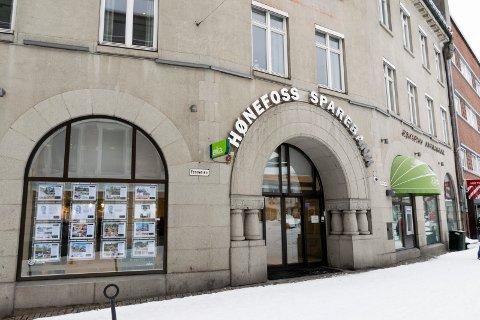 KRITISERT: Hønefoss sparebank får kritikk fra Fiananstilsynet.