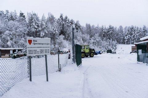 Hole gjenvinningsstasjon ligger ved Svingerud i dag. I fremtiden kan den bli flyttet til Helgelandsmoen.