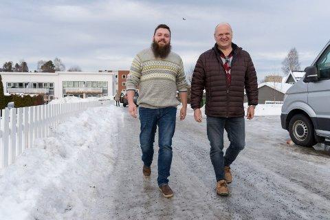 Øyvind Sogn og Rune Stenslette kan glede seg over oppmøtet på den første kvelden med gågruppe på Jevnaker.