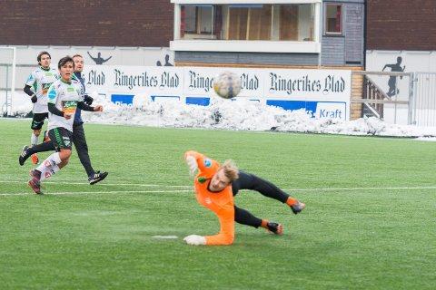 Daniel Østebø var nær ved å gi HBK ledelsen mot Frigg i første omgang, men avslutningen endte utenfor.
