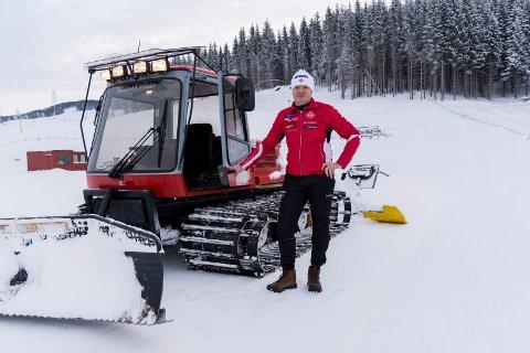 Tore Gullen bruker mye tid på skianlegget på Myrskogen. Det går mange timer i løypemaskinen.