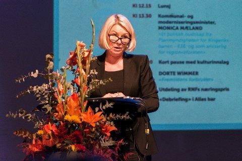 TAR AVGJØRELSEN: Monica Mæland er statsråden som skal ta avgjørelsen om Ringeriksbanen og E16. Reguleringsplanen er til behandling i hennes departement.