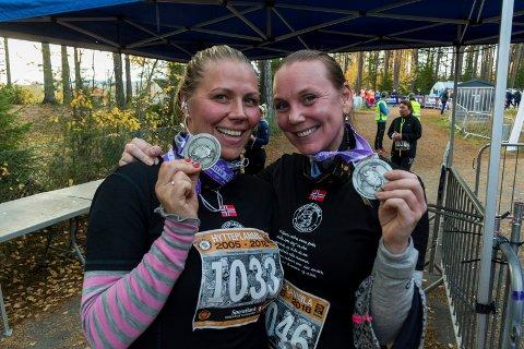 GLADE: Jeanette Johnsen og Pernille Skjørberg løp sin første 10-kilometer i Hytteplanmila, men tror ikke det blir den siste.