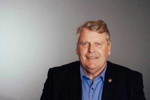 """TIL RINGERIKE: Hans Fredrik Grøvan (KrF) betegnes som """"lærernormens far"""". Han besøker Ringerike KrF i anledning et møte om skolepolitikk."""