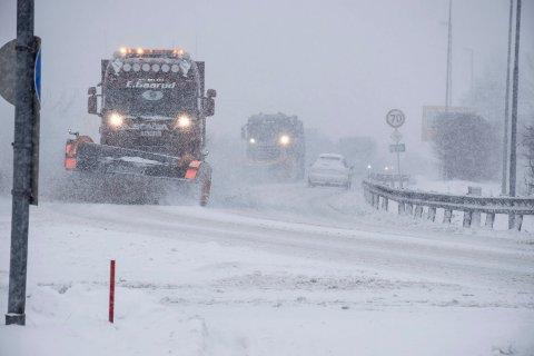Mer snø: Det blir litt å gjøre for dem som brøyter snø i helga.