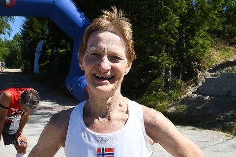 SUVEREN I TYSKLAND: Kari Langerud vant klassen sin i Frankfurt Maraton med nesten 10 minutters margin!